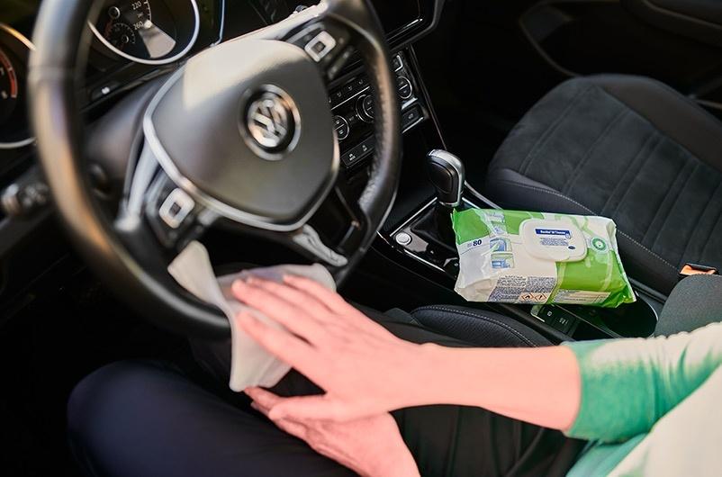 Použití dezinfekčních ubrousků Bacillol v autě