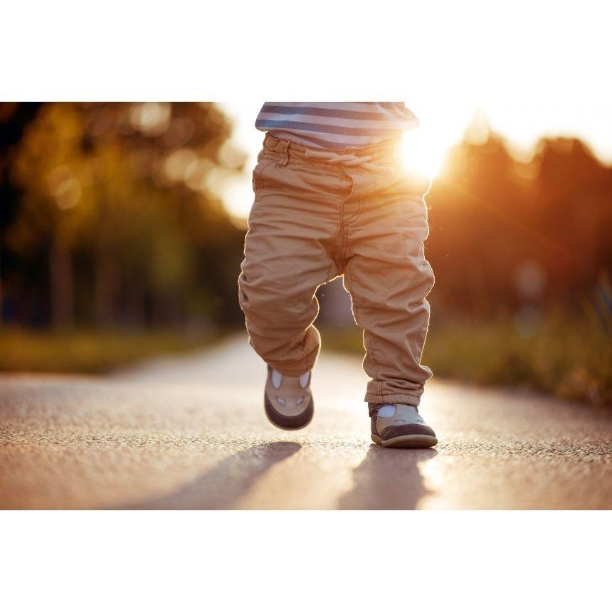 Nohy malého dítěte